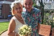 Tiene demencia y se casó otra vez con su esposa creyendo que era su nueva novia