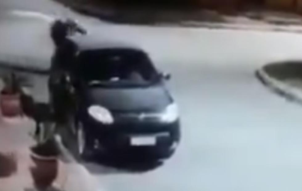 Video viral: Motochorros en acción terminaron a los abrazos con la víctima