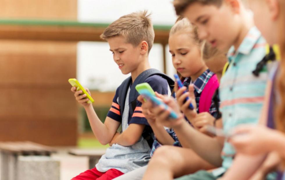 Afirman que el celular afecta la estructura cerebral de los chicos menores de cinco años