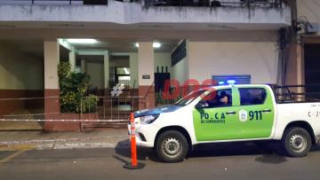 """""""Nadie entra ni sale"""": Vecinos del edificio aislado en Corrientes esperan mayor información"""