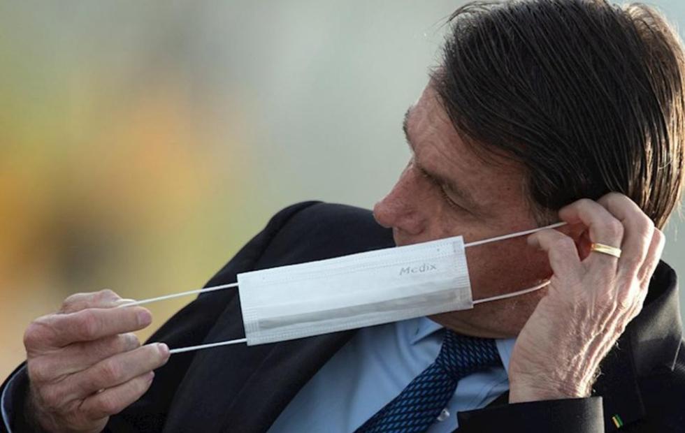 Demandarán a Bolsonaro por poner en riesgo a periodistas al anunciar su positivo