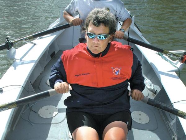 Hallaron muerta y atada a su barco a la remera paralímpica Angela ...