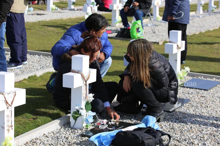 Islas-Malvinas-Cementerio-Darwin-13-0319-8.jpg