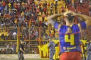 """La insólita arenga de la voz del estadio de Sarmiento de Resistencia: """"Nosotros, la tribuna, contra los 14 de la cancha"""""""