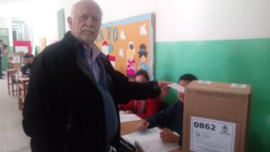 osella votando.jpg