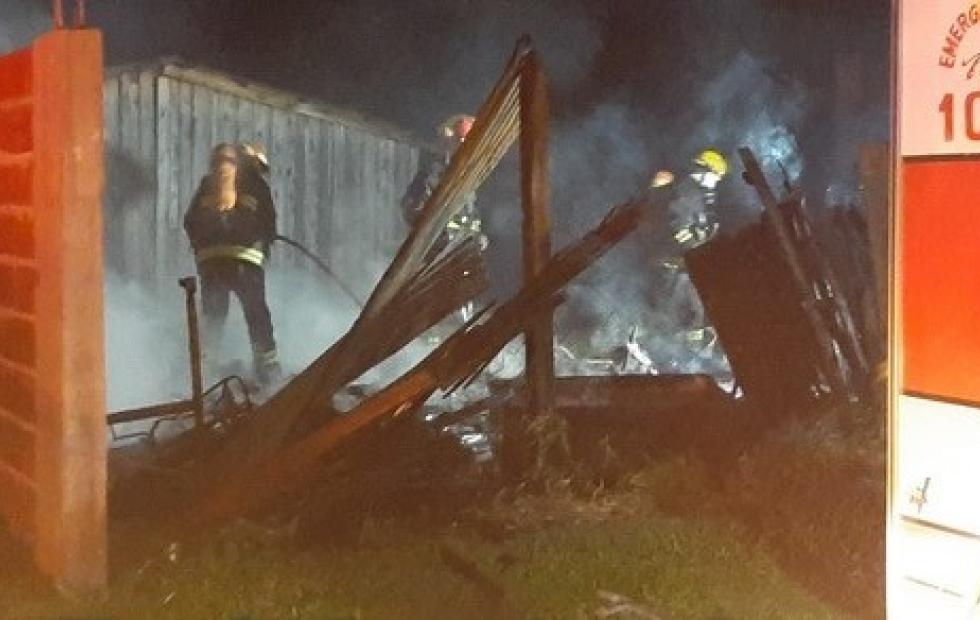 Corrientes: Un joven herido tras ser rescatado por familiares en impactante incendio