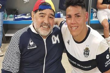 """""""El tanque"""": Quién es el delantero correntino de Gimnasia que enamoró a Maradona"""