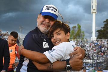 Diego Maradona se emocionó hasta las lágrimas con el primer triunfo de Gimnasia en el Bosque en esta Superliga.