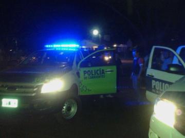 policia de corrientes de noche.jpg