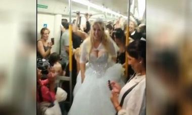 Video viral: Se casaron y celebraron a pura cumbia en un tren de línea