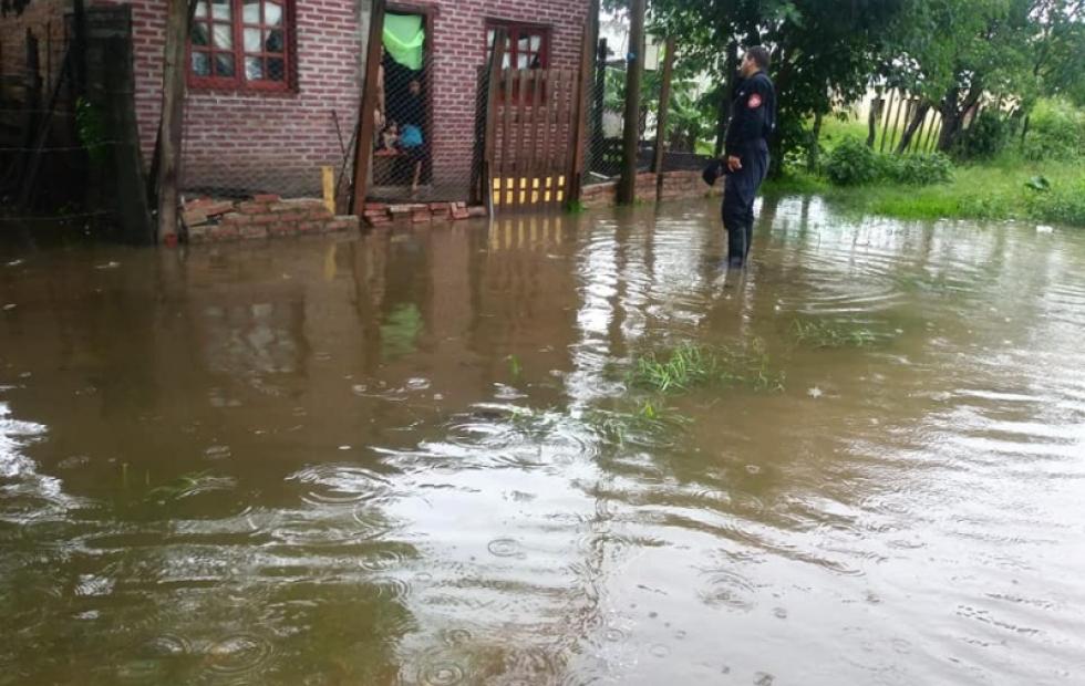 """Lluvias """"sin precedentes"""" anegaron 400 viviendas en una localidad de Corrientes"""