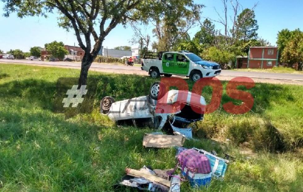 Corrientes: cinco lesionados tras el vuelco de un auto sobre ruta 12