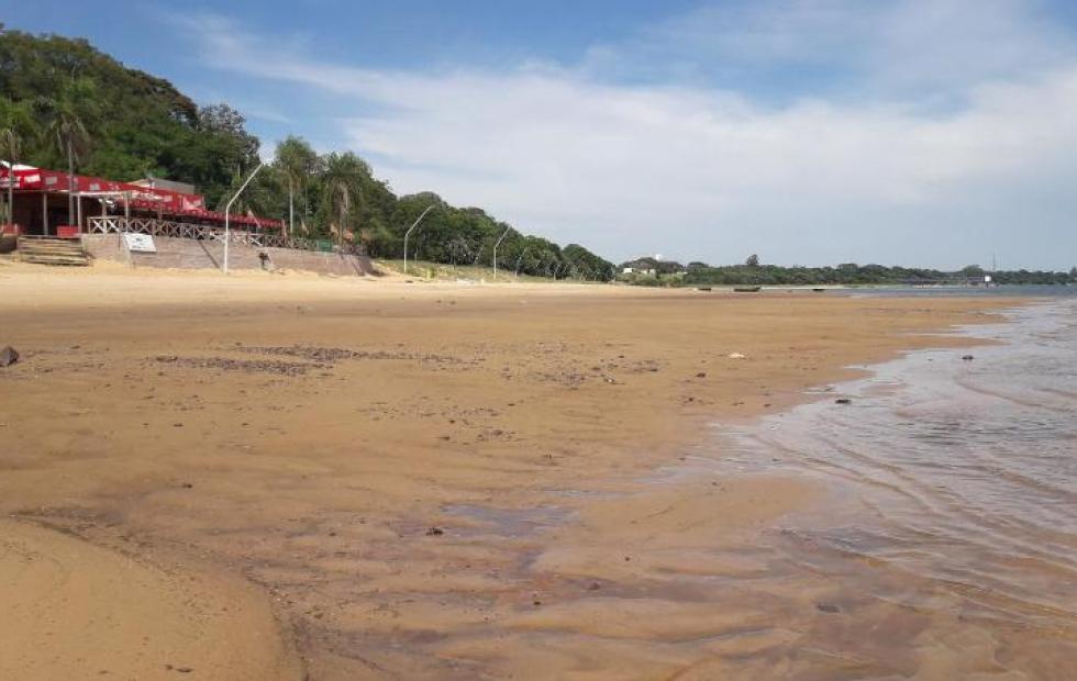 Se acentúa la bajante del río Paraná en Corrientes y se encuentra muy cerca del registro histórico