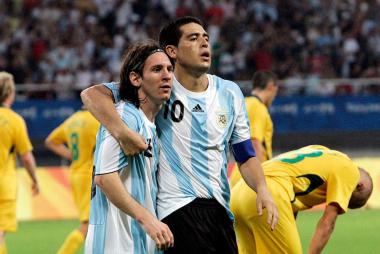 Messi Riquelme.jpg