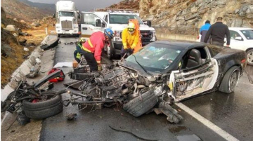 La víctima fatal perdió el control de su Corvette, impactó contra un muro y luego contra un cerro.