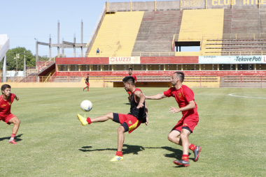 Boca Unidos entrenando 2.jpg
