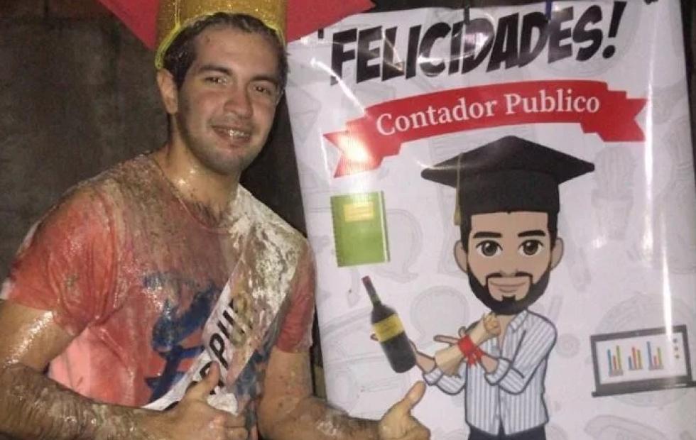 La foto viral de un joven correntino que se recibió de Contador