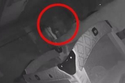 Video: fantasma se acerca a una beba en la cuna