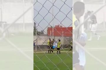 Árbitro expulsó a jugador por festejar con una bandera de las Islas Malvinas