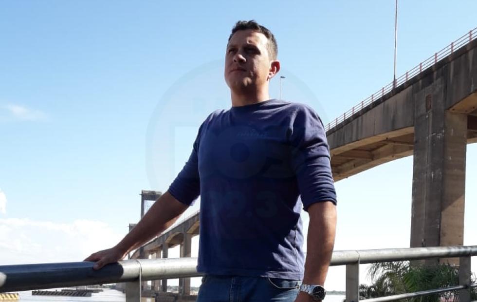 """""""Gracias a la Virgencita pude salvarlos"""": Policia correntino rescató personas de un voraz incendio"""