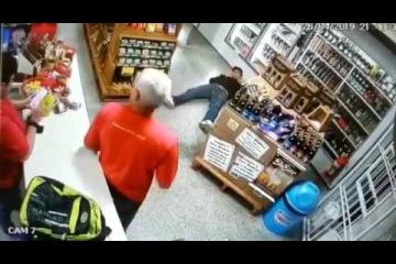 Comerciante atira em ladrão para evitar assalto em loja de conveniência em Blumenau (SC)