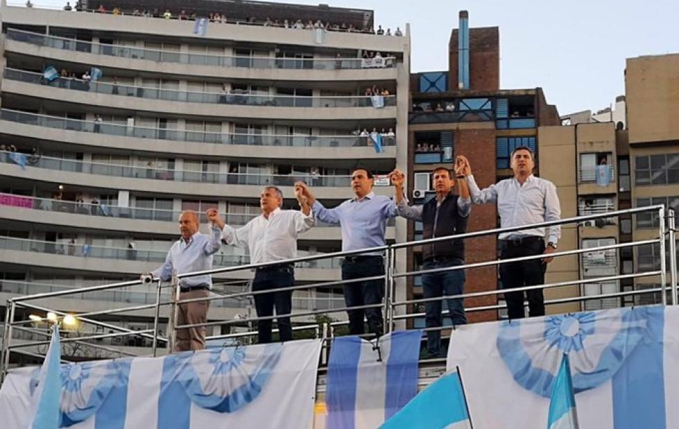 """""""El domingo será un día histórico"""": Gustavo Valdés acompañó a Mauricio Macri en su cierre de campaña"""