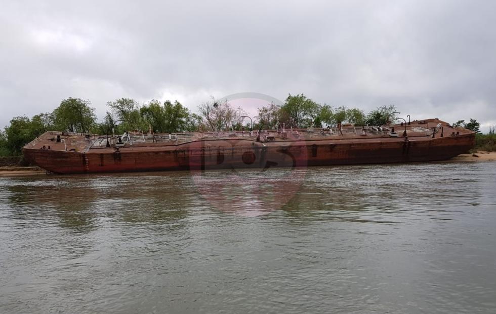 """Bajante del rio Paraná: Las barcazas """"representan una gran problemática ambiental"""""""
