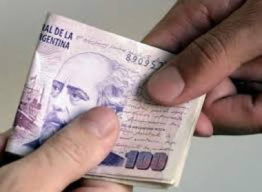 El Gobierno confirmó aumento salarial por decreto para el sector privado