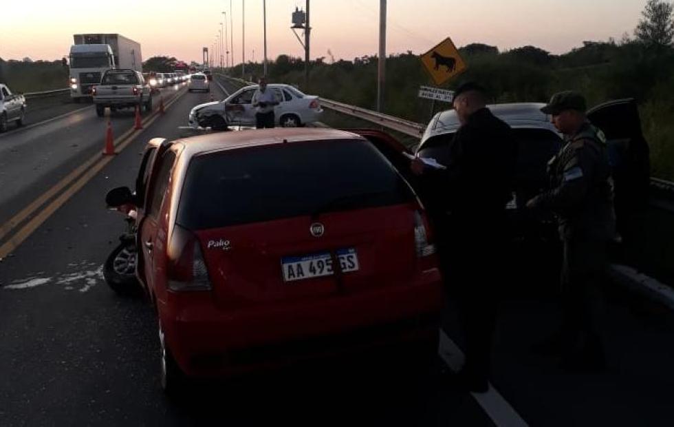 Triple choque en el acceso al puente: demoras en el tránsito entre Corrientes y Chaco