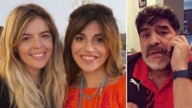 Maradona e hijas.jpg