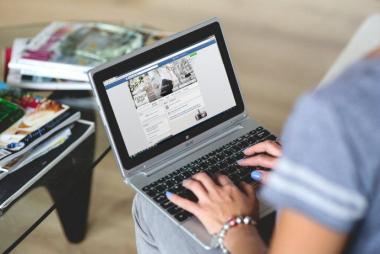 Educación impulsará adquisición de laptops